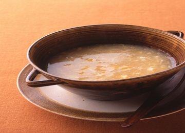 Consomm aux oeufs potage soupe au service de la vie quotidienne - Consomme de boeuf maison ...